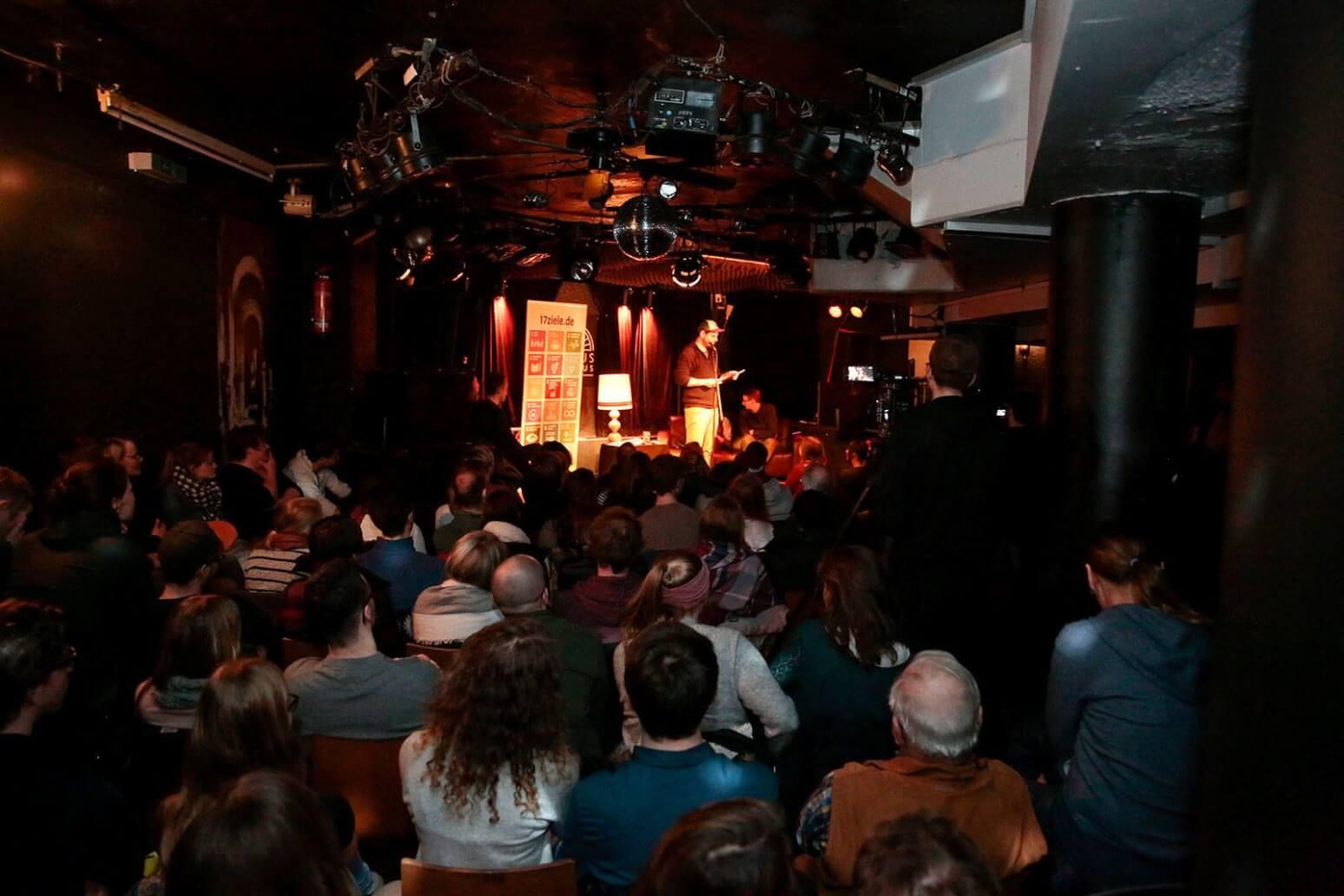 Poetry Slam nicht nur in Berlin: Hier in Koblenz beim 17Ziele Slam (c)Engagement Global: Tobias Vollmer