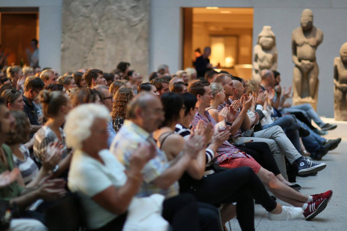 Auftragsslam Publikum im Museum