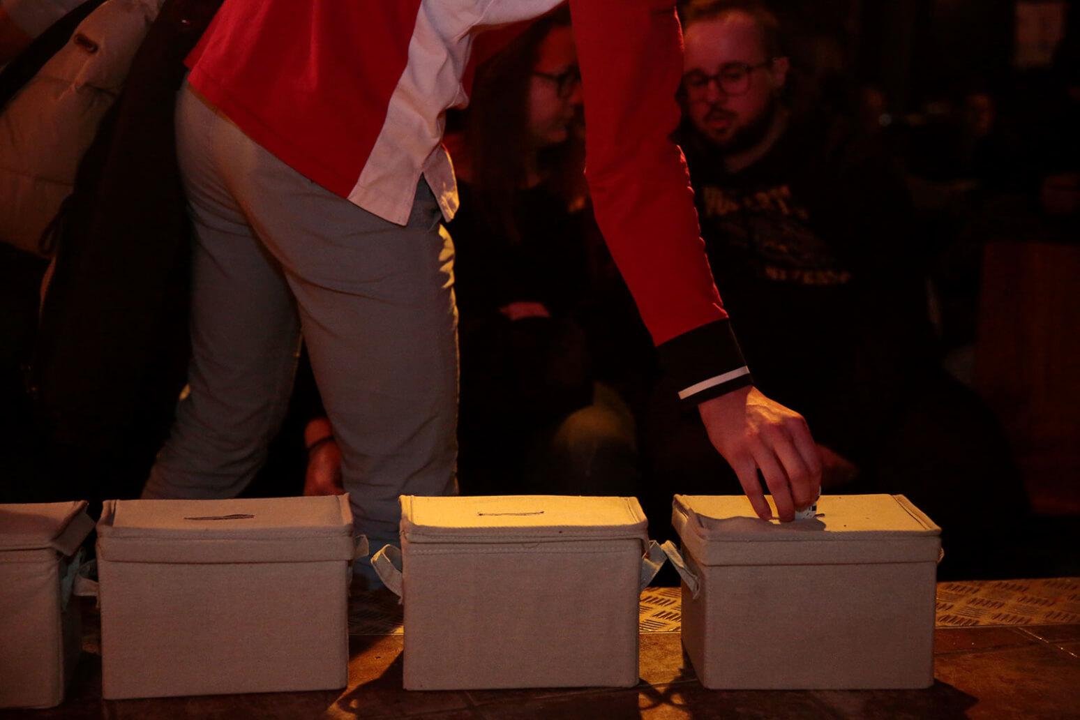 Poetry Slam Abstimmung nach Chip-Regel (c) Tobias Vollmer